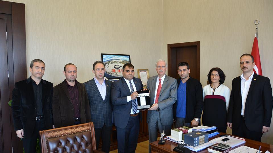 Eğitim Bir Sen Üniversite Şube yönetimi Rektör Prof Dr Ekrem Yıldız'ı ziyaret etti.